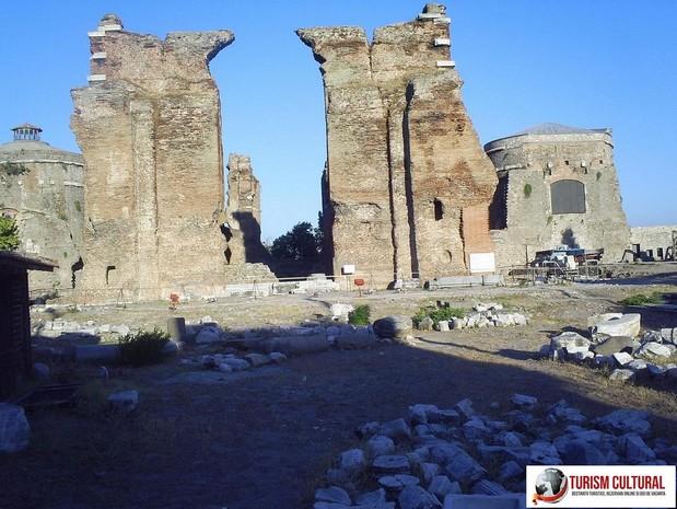 Turcia Pergam Biserica Rosie (Serapeion)