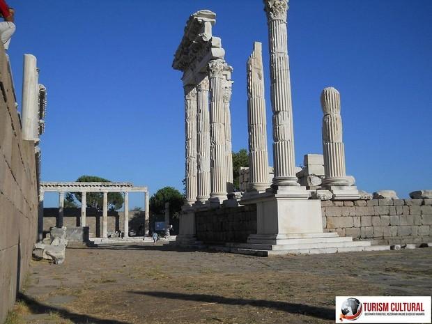 Turcia Pergam templul lui Traian (vedere din spate)