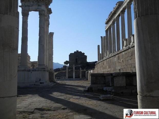 Turcia Pergam templul lui Traian (trajaneum)