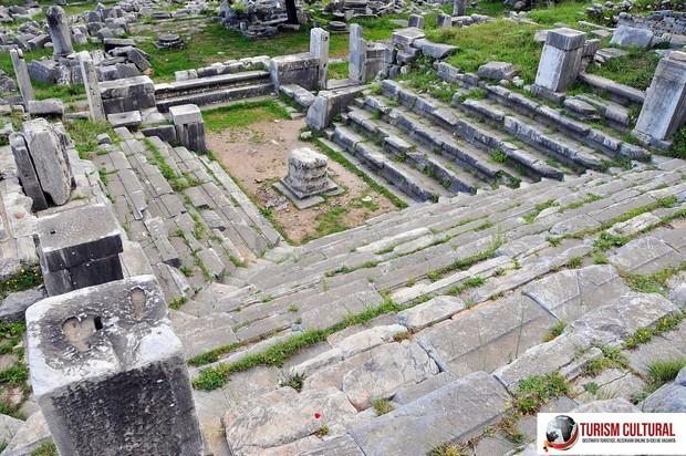 Turcia Priene ruinele bouleuterionului