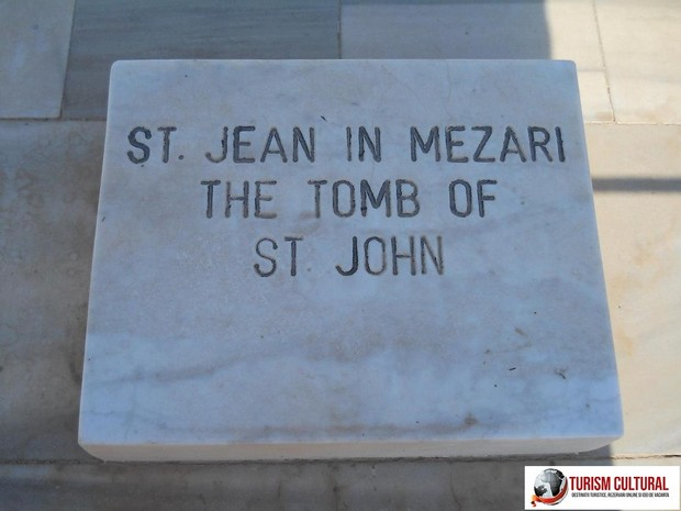 Turcia Selcuk Biserica Sf Ioan piatra de pe mormant