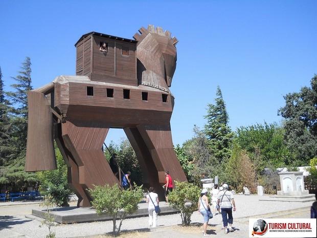 Turcia Troia Calul Troian aflat in incinta sitului arheologic