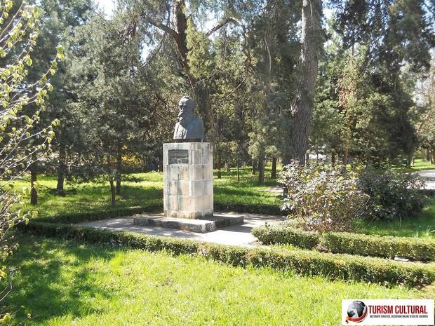 Castelul Iulia Hasdeu bustul lui Bogdan Petriceicu Hasdeu