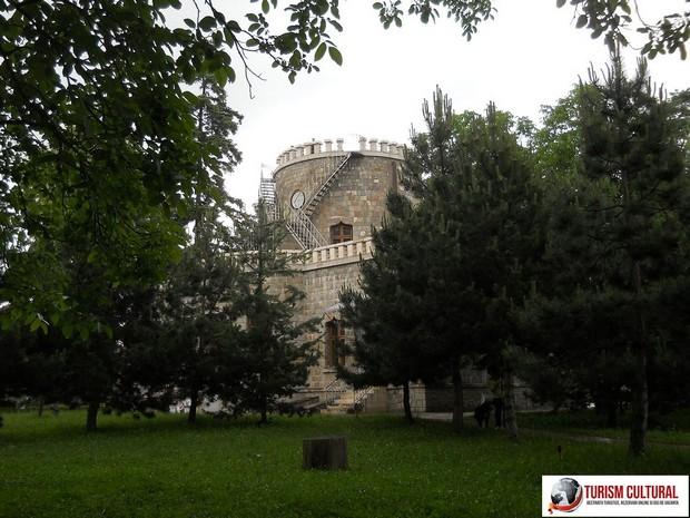 Castelul Iulia Hasdeu parcul din spatele castelului