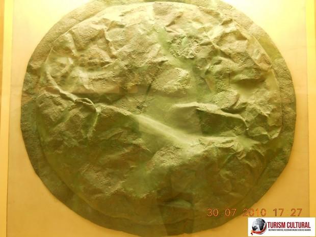 Grecia Atena Stoa lui Attalus scut spartan