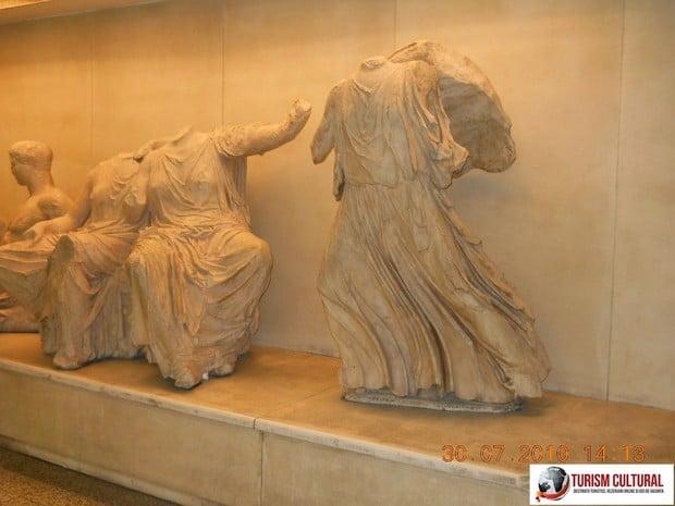 Grecia Atena statui in metrou