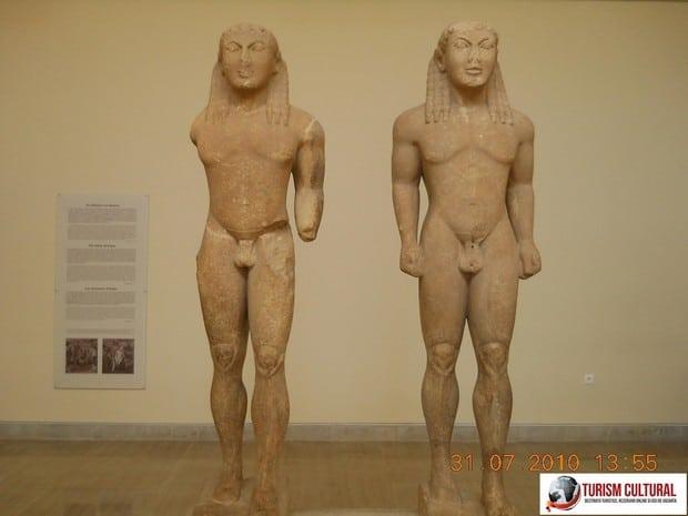 Grecia Delphi muzeu gemenii din Argos
