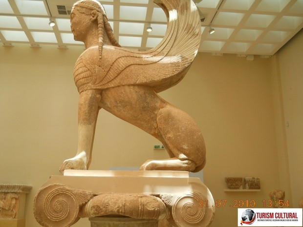 Grecia Delphi muzeu sfinxul