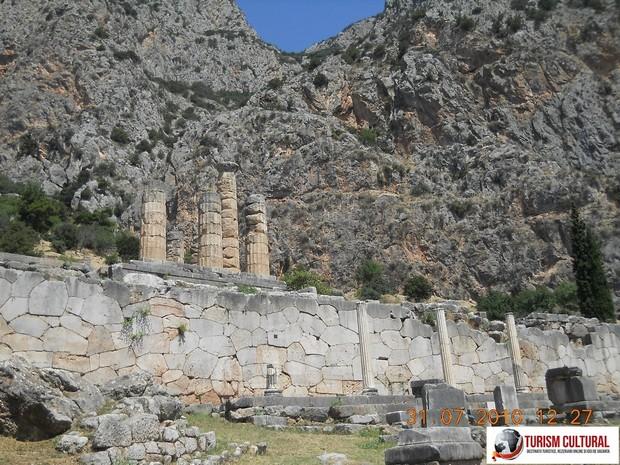 Grecia Delphi templul lui Apollo
