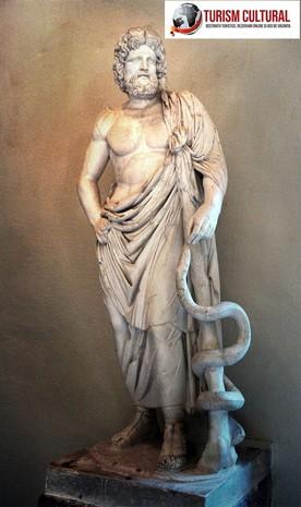Grecia Epidaur statuia lui Asclepios
