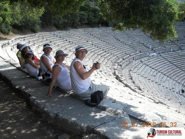Grecia Epidaur teatrul turisti