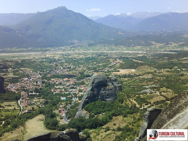 Grecia Meteora orasul Kalambaka vedere generala