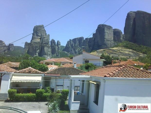 Grecia Meteora orasul Kalambaka (vedere spre Meteore)