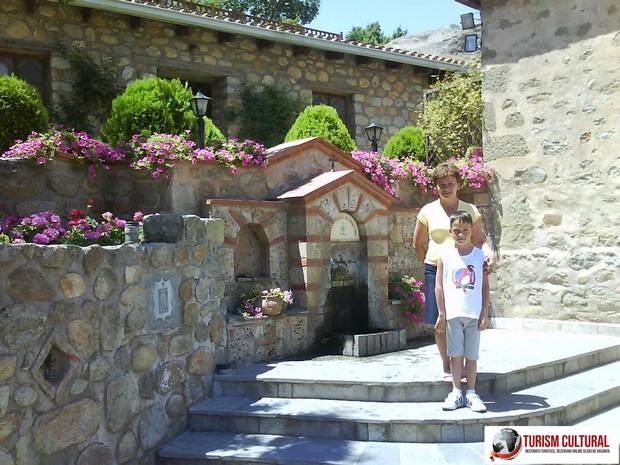 Grecia Meteora manastirea Marele Meteor cismea cu apa potabila
