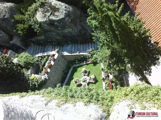 Grecia Meteora manastirea Roussanou gradina
