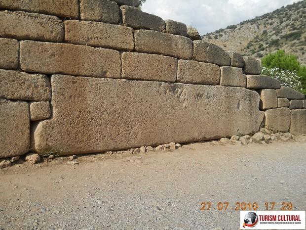 Grecia Micene piatra masiva la intrarea in mormantul lui Atreu
