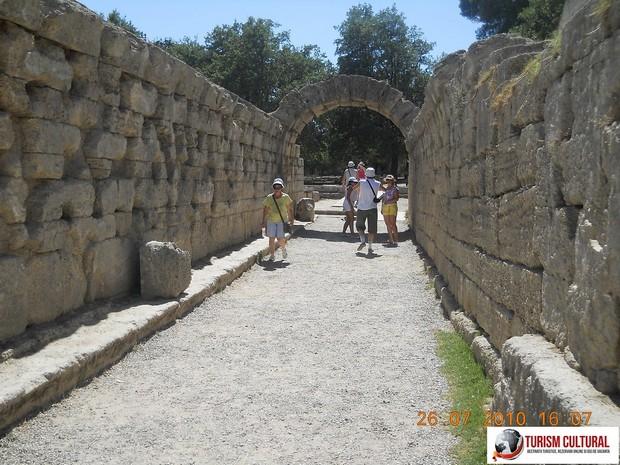Grecia Olympia tunel spre stadion