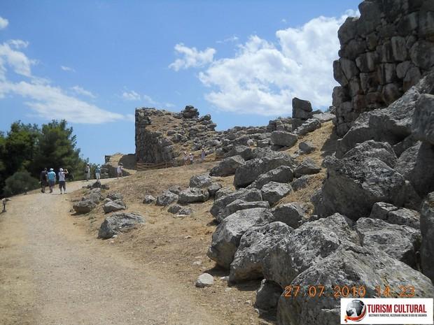 Grecia Tirint intrarea in orasul-cetate antic
