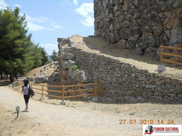 Grecia Tirint rampa intrare