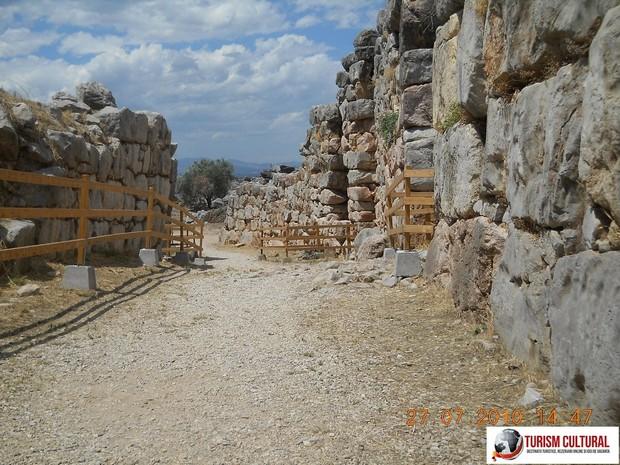 Grecia Tirint strada principala din orasul antic