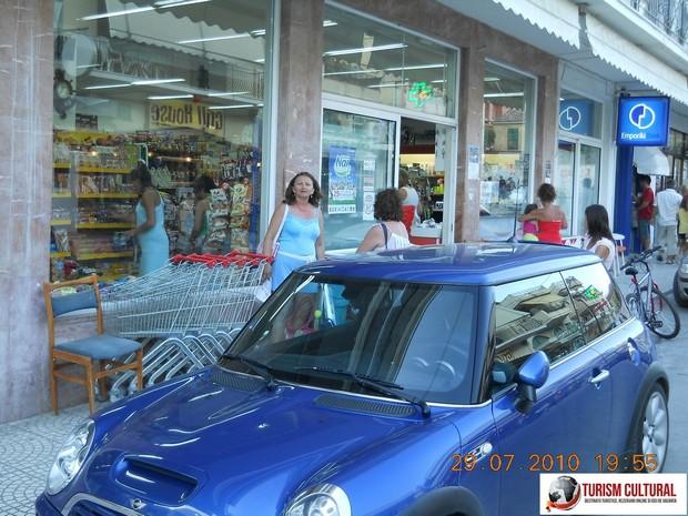 Grecia Tolo supermarket