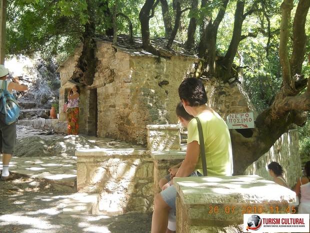 Grecia Vasta biserica vazuta de departe