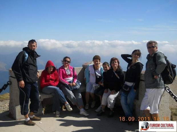 Muntii Bucegi Crucea Caraiman grup turisti