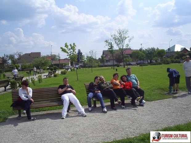 Parcul din Targu Jiu, in fata Coloanei Infinitului