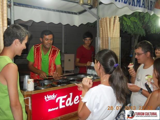 Turcia Pamukkale vanzator inghetata elastica