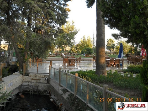 Turcia Hierapolis piscina Cleopatrei interior