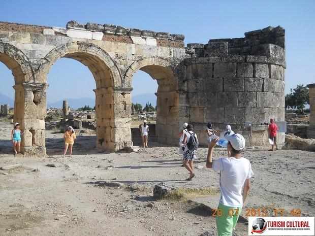 Turcia Hierapolis poarta lui Frontinus