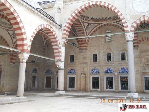 Turcia Edirne Moscheea Selimiye curtea interioara
