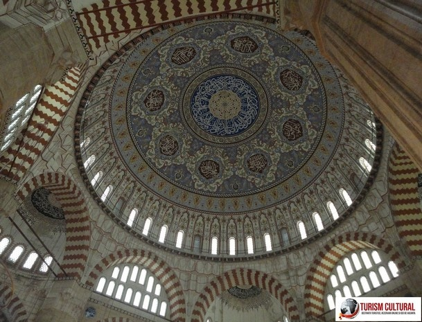 Turcia Edirne Moscheea Selimiye domul interior