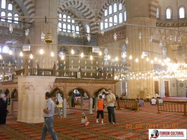 Turcia Edirne Moscheea Selimiye interior