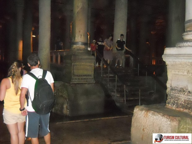 Turcia Istanbul Basilica Cisterna turisti