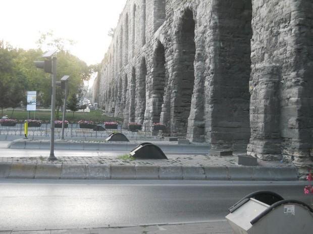 Turcia Istanbul Apeductul lui Valens vedere longitudinala