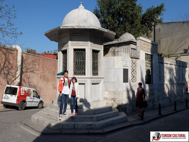 Turism Cultural - Turcia Istanbul mormantul lui Mimar Sinan copiii nickro