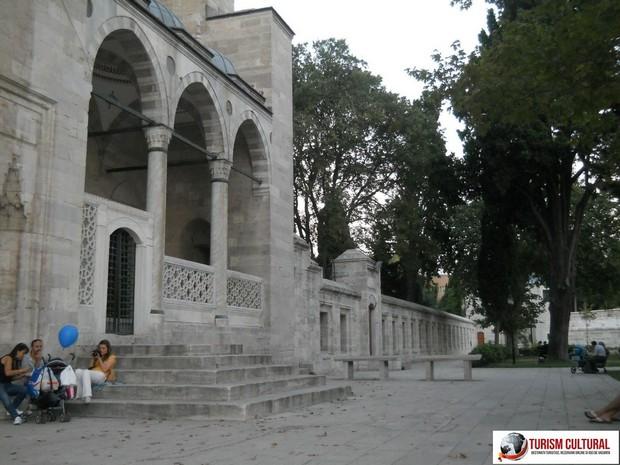 Turism Cultural - Turcia Istanbul Moscheea Suleymaniye cimitirul