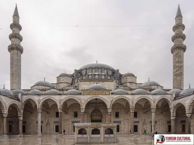 Turismm Cultural - Turcia Istanbul Moscheea Suleymaniye curtea