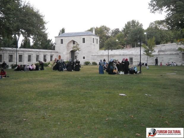 Turism Cultural - Moscheea Suleymaniye grupuri musulmani