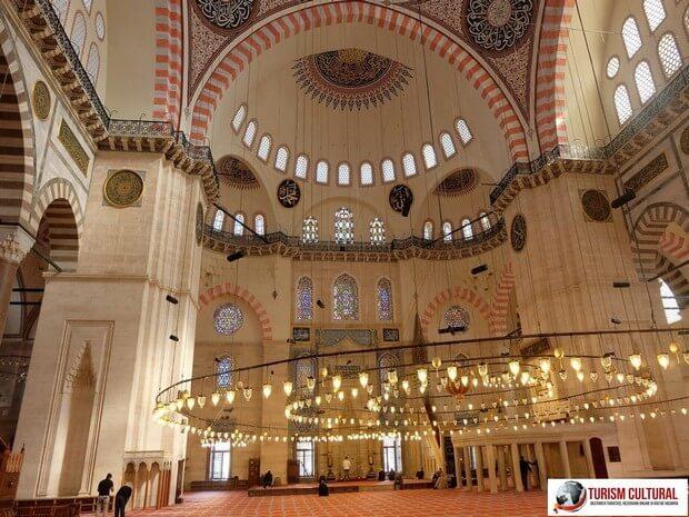 Turism Cultural - Turcia Istanbul Moscheea Suleymaniye interior