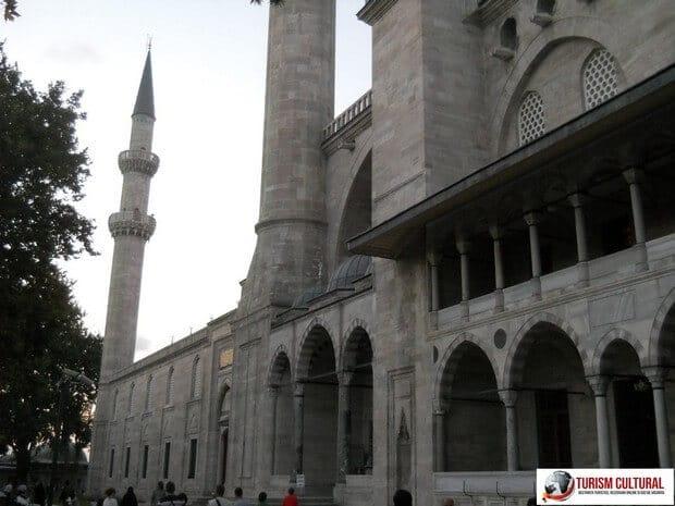 Turism Cultural - Turcia Istanbul Moscheea Suleymaniye intrare turisti
