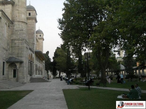 Turism Cultural - Turcia Istanbul Moscheea Suleymaniye musulmani