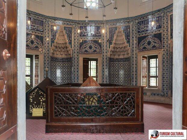 Turism Cultural - Turcia Istanbul Moscheea Suleymaniye sicriul Roxelanei