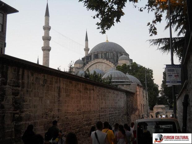 Turism Cultural - Turcia Istanbul Moscheea Suleymaniye ziduri exterioare