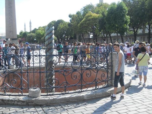 Turism Cultural - Turcia Istanbul hipodrom coloana cu serpi