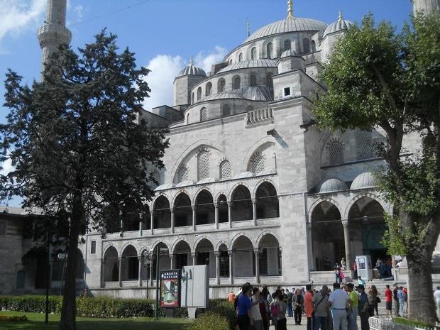Turism Cultural - Turcia Istanbul Moscheea Albastra cladirea moscheii