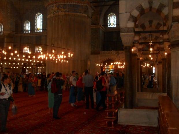Turism Cultural - Turcia Istanbul Moscheea Albastra coloana picior elefant