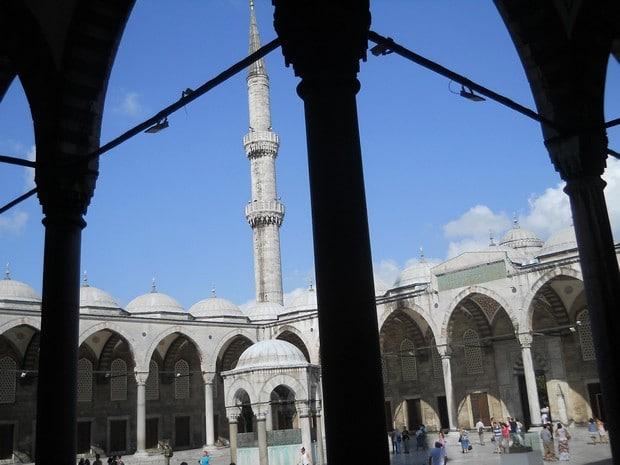 Turism Cultural - Turcia Istanbul Moscheea Albastra curtea interioara
