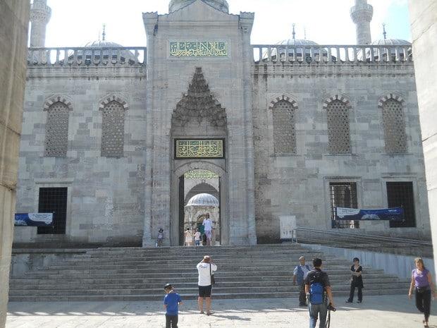 Turism Cultural - Turcia Istanbul Moscheea Albastra intrare principala